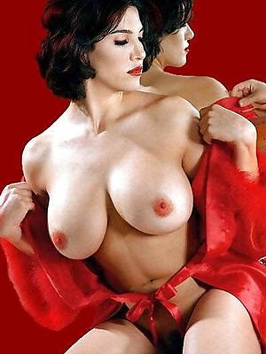 mature porn models displaying her pussy