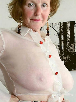 mature ladies 60 displaying her pussy