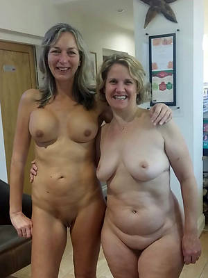 hot mature lesbians displaying her pussy
