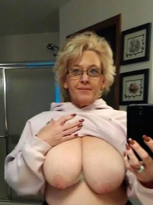naked beauty mature selfie
