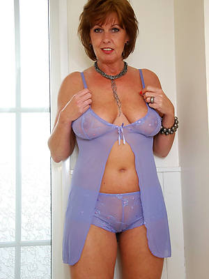 hot mature lady in underclothing displaying her pussy
