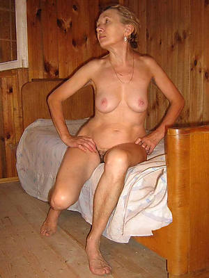 old girlfriends displaying her pussy