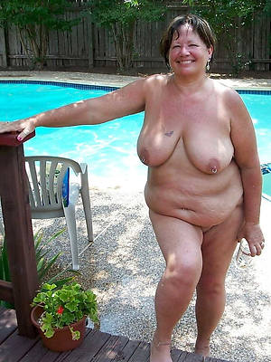 beautiful mature thick milf displaying her pussy