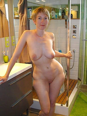 free pics of unrestricted mature amatures