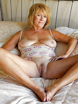 of age older moms displaying her pussy