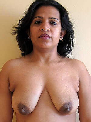 indian grown up denude pictures