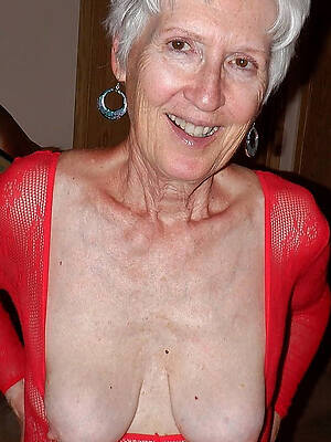 naked pics of comely mature pussy over 60