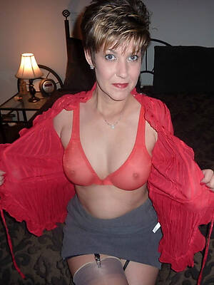 petite beautiful mature exposed woman