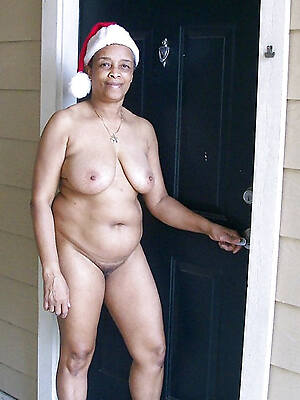 old ebony grown up displaying her pussy
