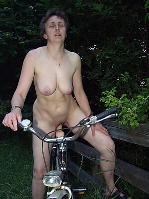 petite grown-up nude outdoors