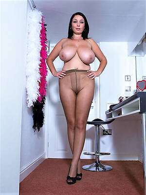 mature get hitched pantyhose displaying her pussy