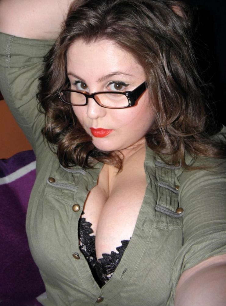 Sweet basic beauty mature selfie - maturewomennudepics.com